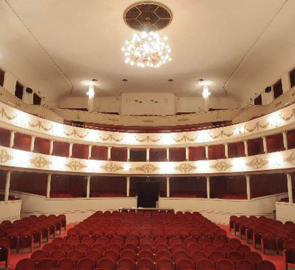 DIVERTIAMOCI A TEATRO  2019/2020
